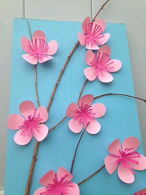 Usa papel de color para crear toda clase de tarjetas con flores