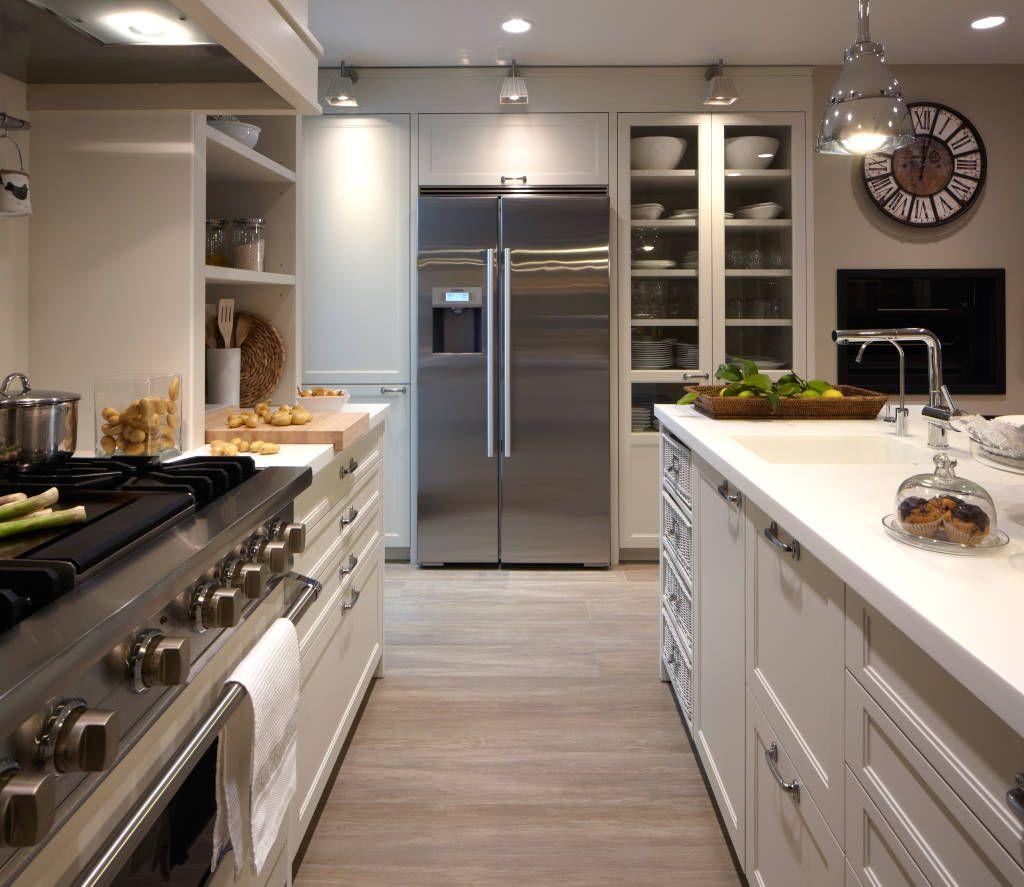 Un Completo Frigorifico Americano Deulonder Arquitectura Domestica Cocinas De Estilo Eclectico Blanco Homify Cocina De Verano Decoracion De Cocina Ideas De Cocina Moderna