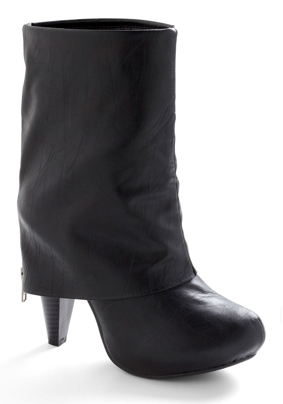 9d94619c14b I am totally obsessed with fold over boots like this! They re so hot! I  need a pair so bad!