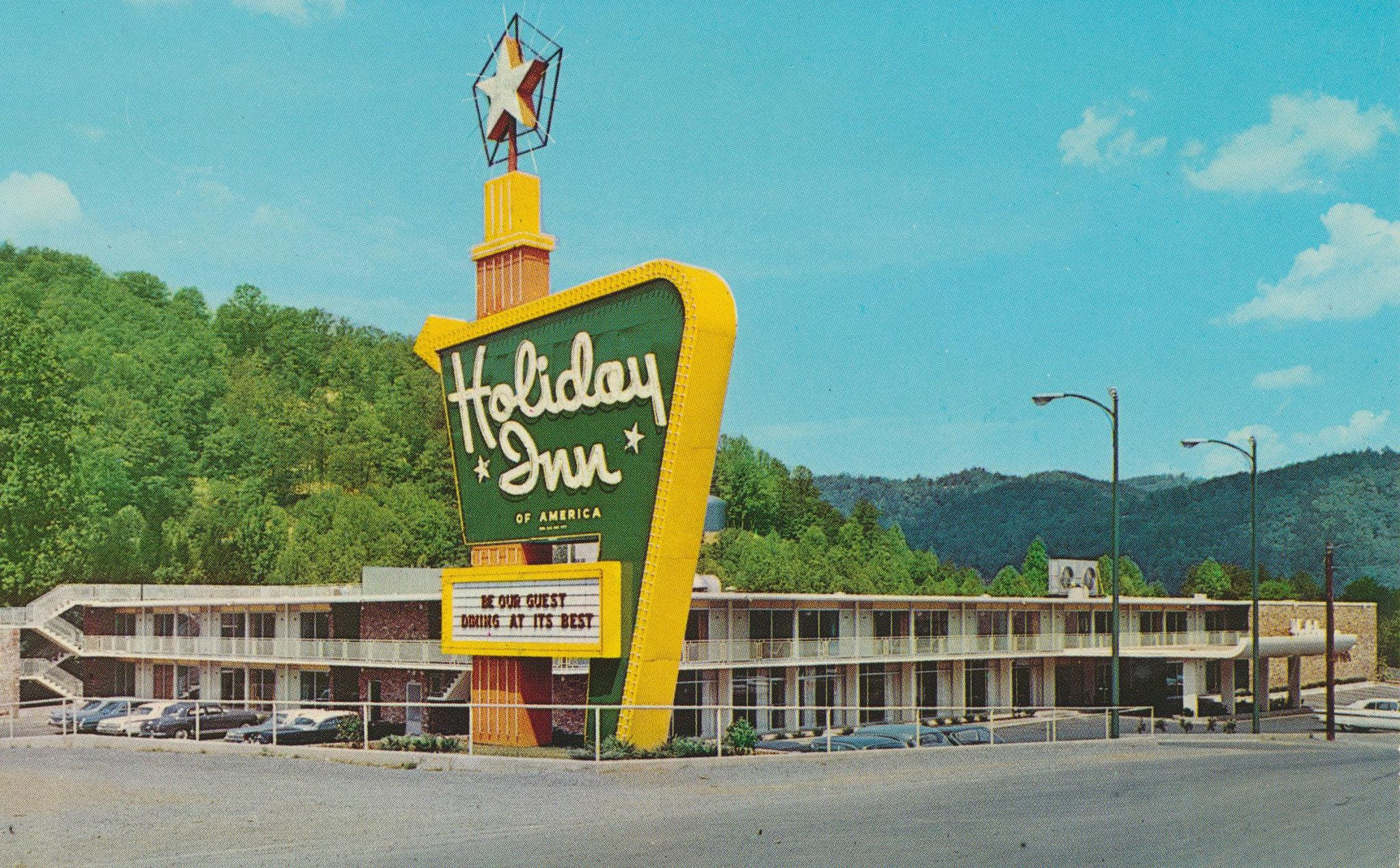 Holiday Inn Gatlinburg Tennessee With Images Holiday Inn