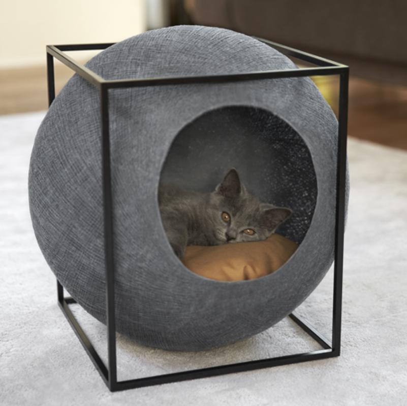 Meyou est une ligne daccessoires et de mobilier à limage de nos chats délicats et élégants nos produits sont élaborés à partir de bois massif