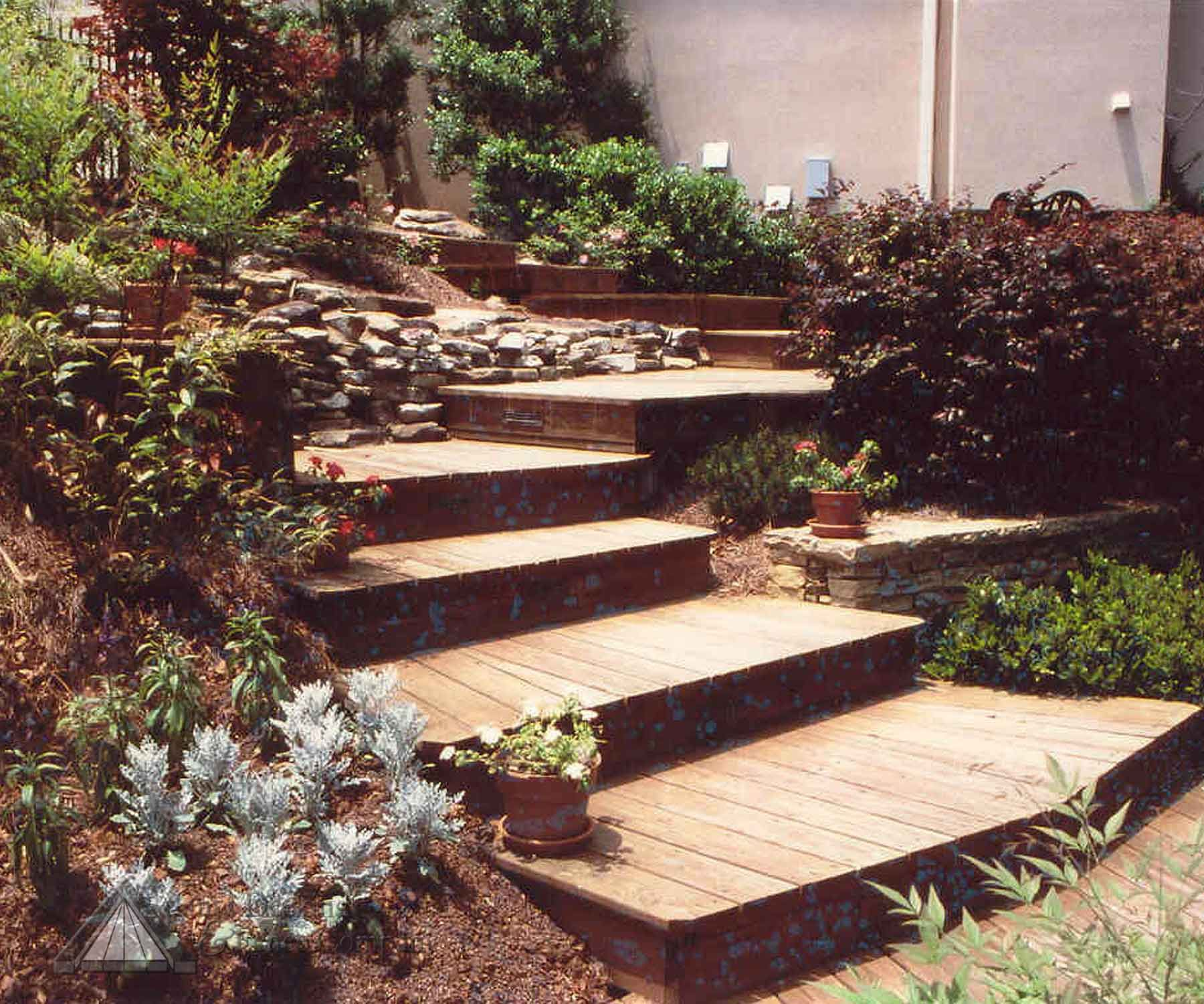 Patio And Walkway Ideas That Work: Wood Boardwalk And Steps From