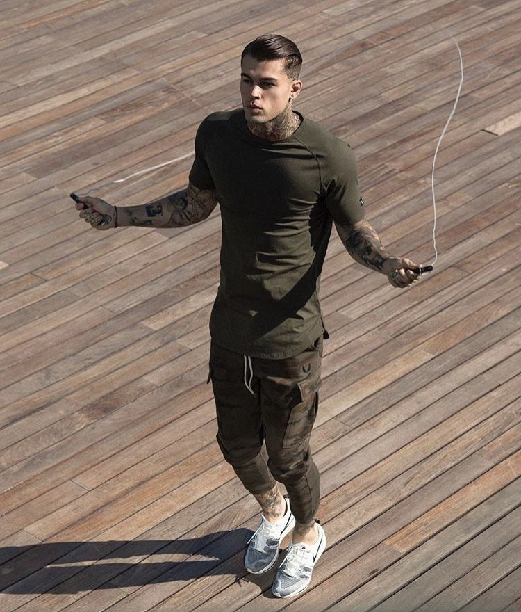 d38f3328e4d Model Stephen James for ASRV