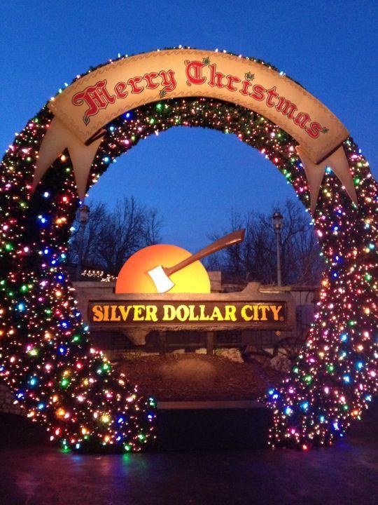 Branson Christmas Lights 2019.Silver Dollar City Silver Dollar City Christmas In The