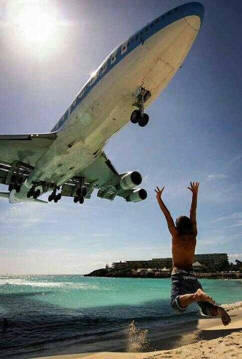 Corsair Boeing 747-422 F-HSEA on final approach to St Maarten-Princess Juliana, April 2009. (Photo: Anthony Guerra - AirTeamImages)