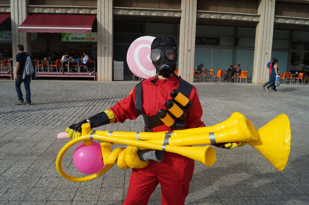 tf2 pyro costume   Pyro Cosplay Rainblower Pyro girl of ...