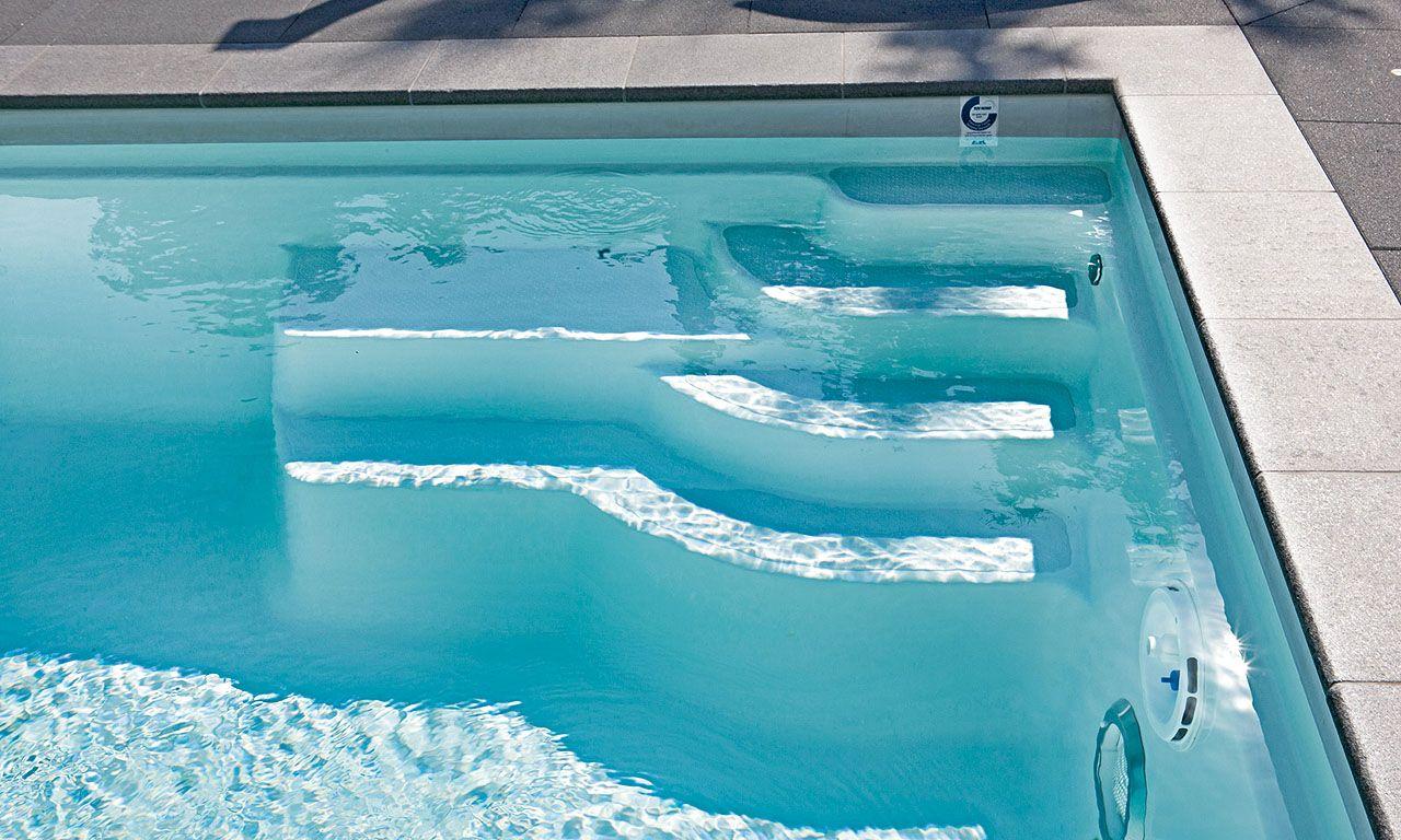 pool treppe die bequeme einstiegstreppe ist so angelegt dass keine schwimmfl che verloren geht. Black Bedroom Furniture Sets. Home Design Ideas
