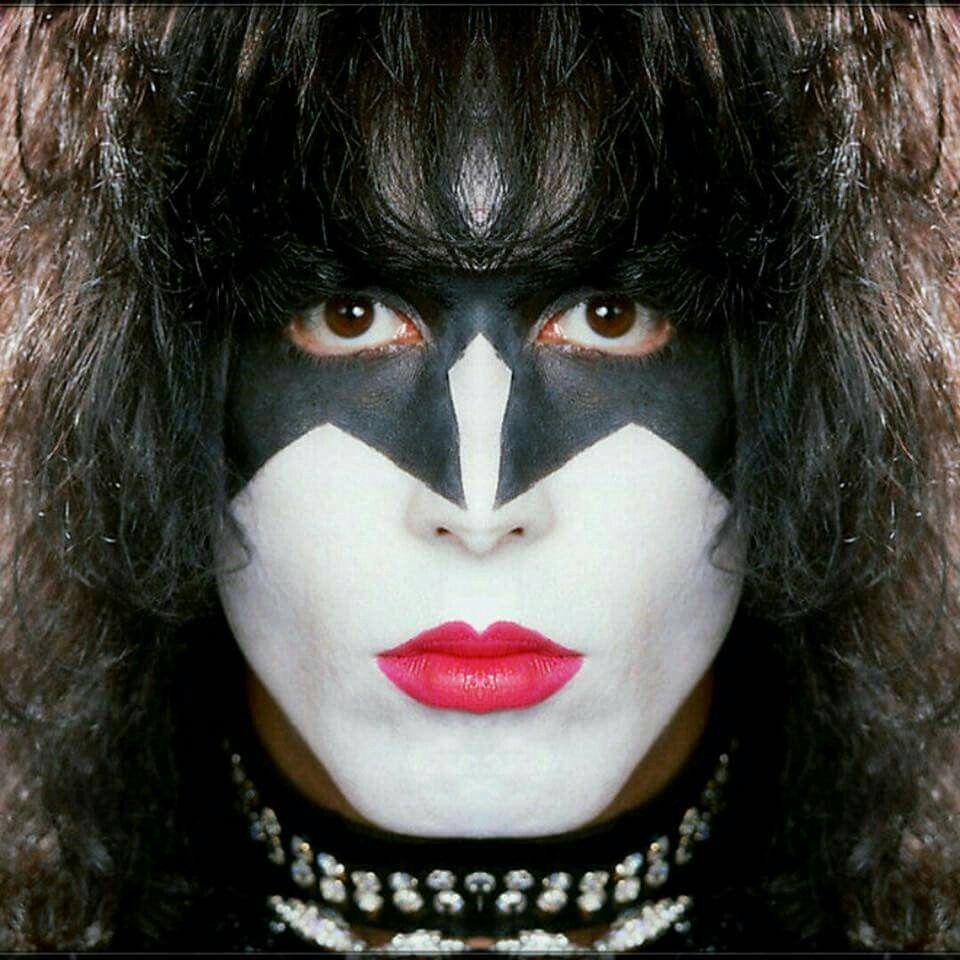 Paul Stanley Makeup: Apply Paul Stanley Kiss Makeup