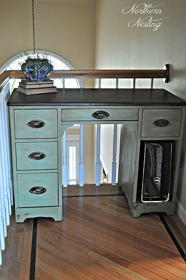 love this desk. it looks a lot like my grandmother's sewing desk