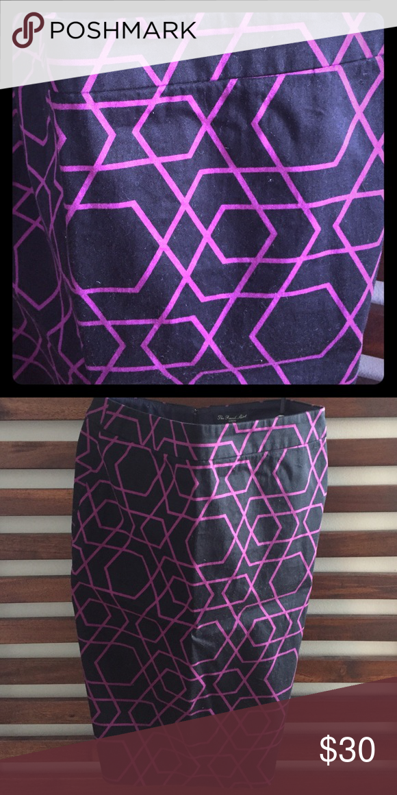 Jcrew Pencil Skirt Geometric Print Jcrew Pencil Skirt. Magenta and navy blue geometric pattern. Size 2. Gently worn. J. Crew Skirts Pencil