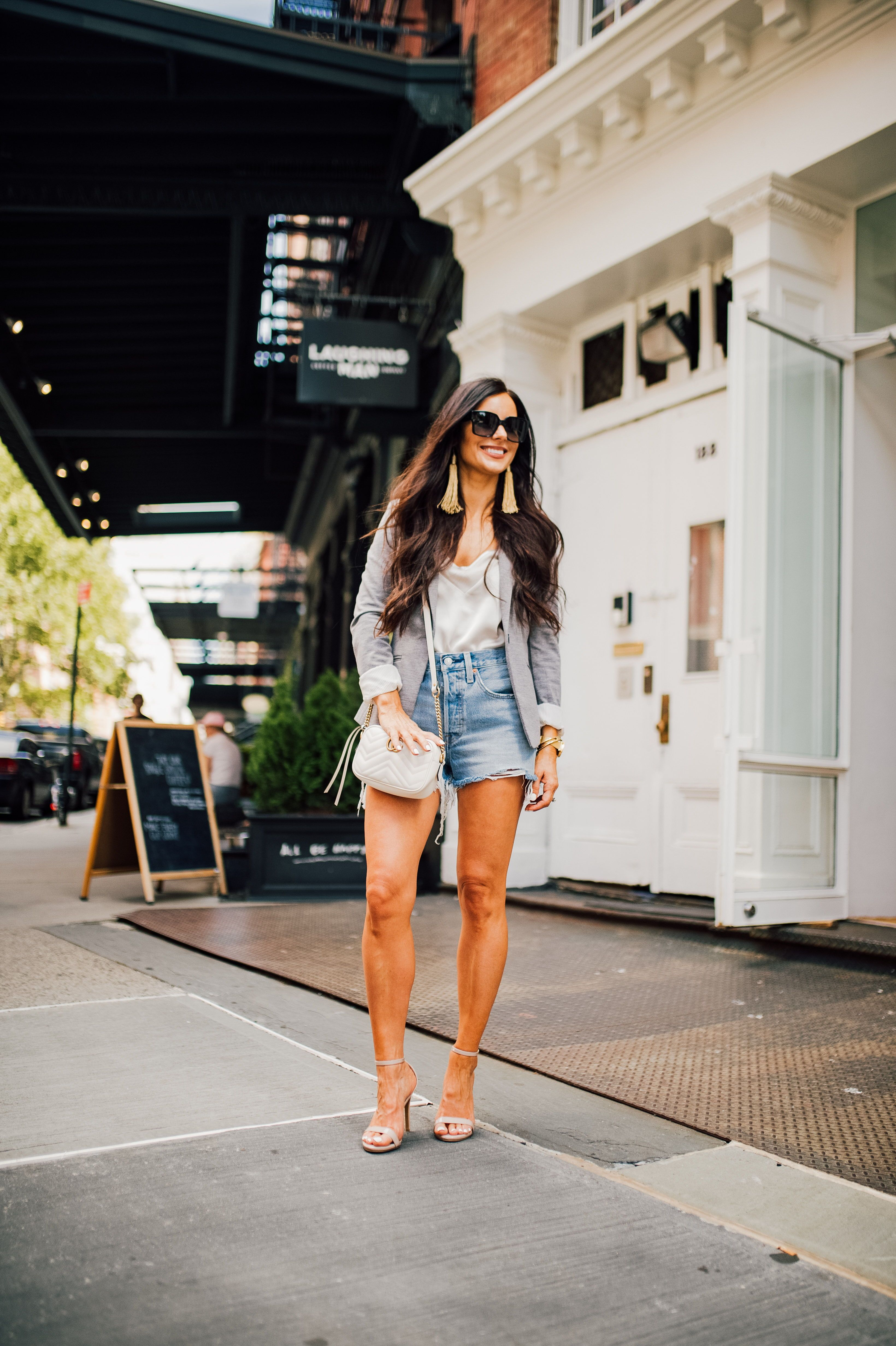 Spring style  Spring outfit  High waisted denim shorts outfit