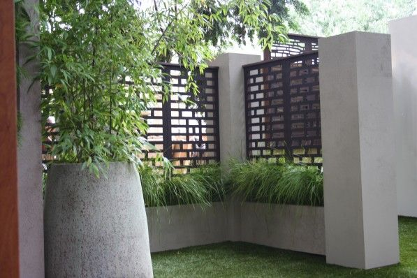 Fencing, Extraordinary Outdoor Privacy Screen Design Ideas: Remarkable Iron Subway Pattern Fence For Minimalist Garden Privacy Screen Design Inspiration