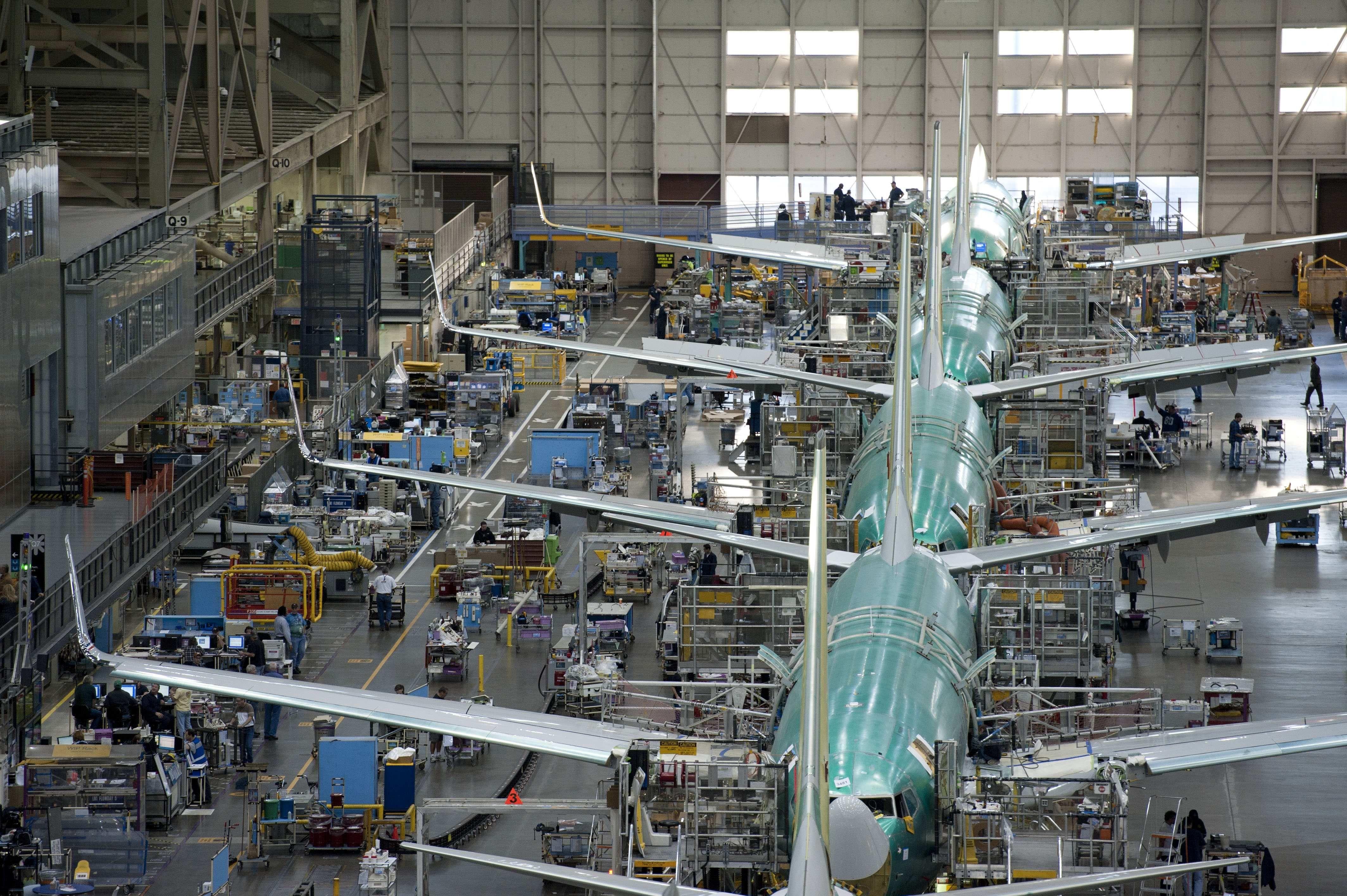 Resultado de imagen para assembly line Boeing 737
