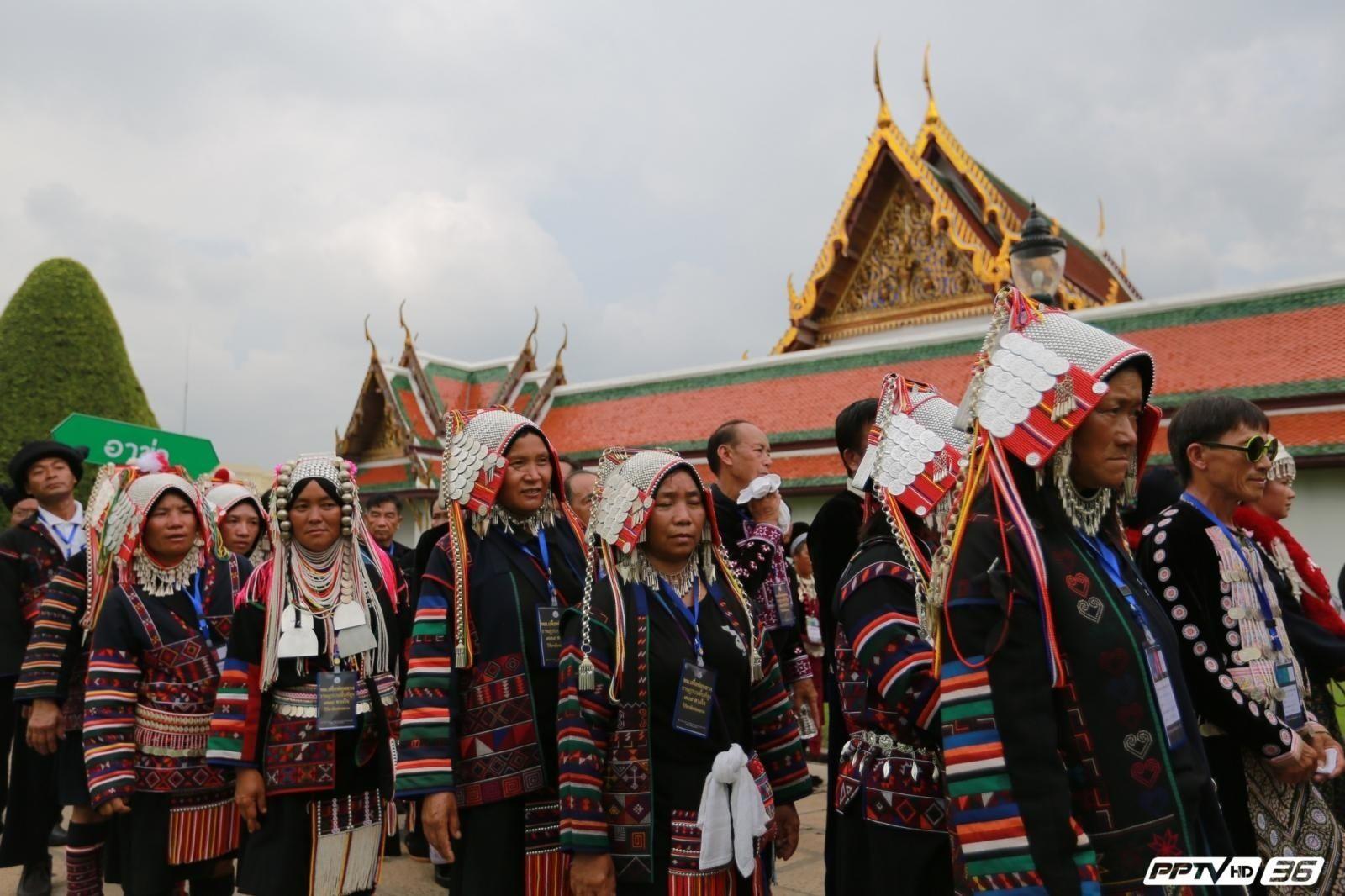 พสกนิกรชาวไทยภูเขา    เข้าถวายสักการะพระบรมศพ ในหลวงรัชการที่ ๙