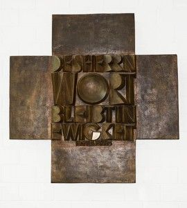 Bronzekreuz von Wolfgang Kreuter 1977