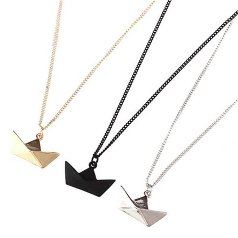 Photo of Origami Short Chain Boat Necklace – golden / About the size