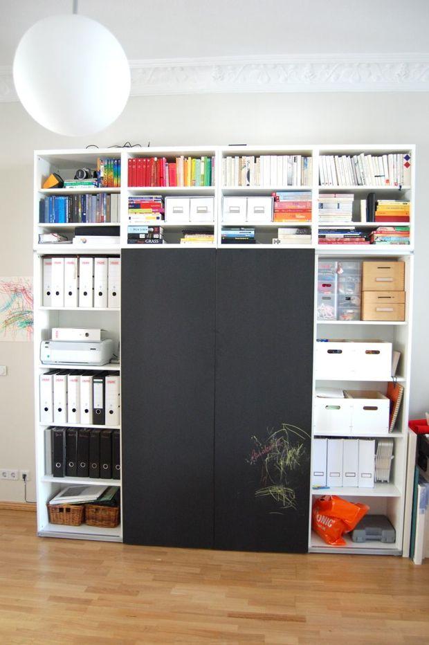 Bücherregal mit türen ikea  Ikeahack: Schiebetürentafel vorm Bücherregal | Schiebewand, Regal ...