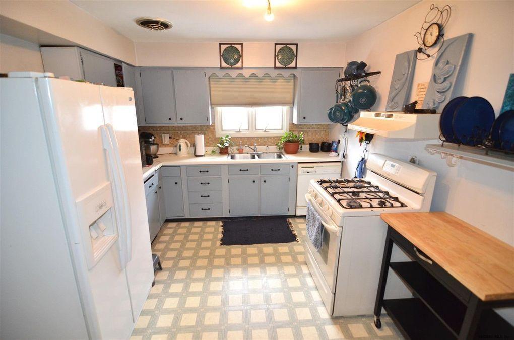 21 Carroll Ave, Albany, NY 12203 in 2020 | Kitchen ...
