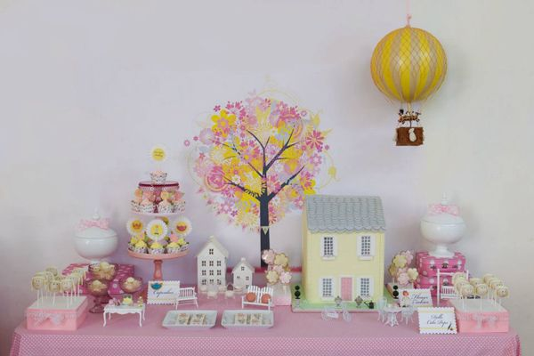 Show us your party – India-Sophia's doll house birthday