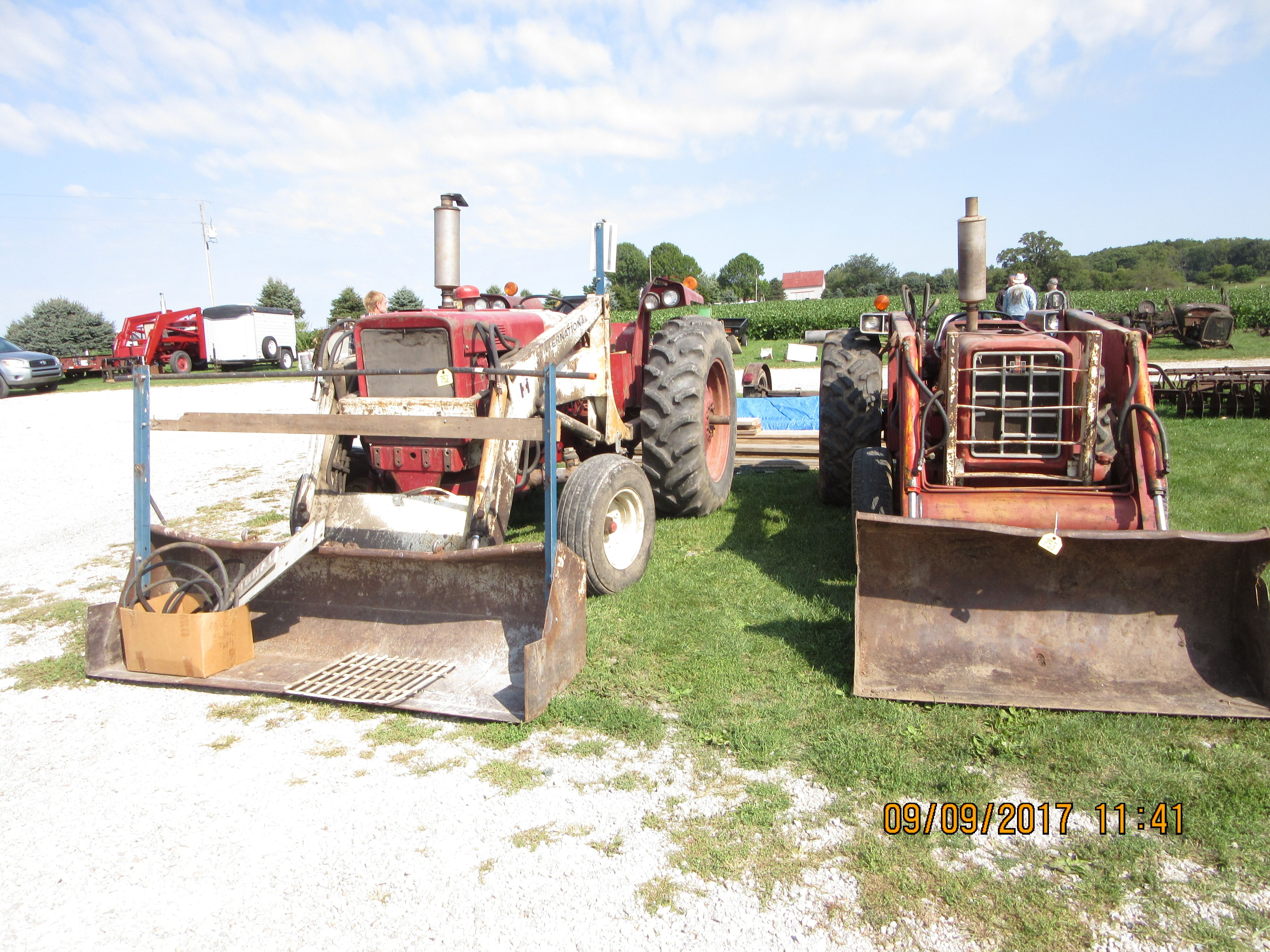International 574 & 656 hydrostatic with white 2000 loader