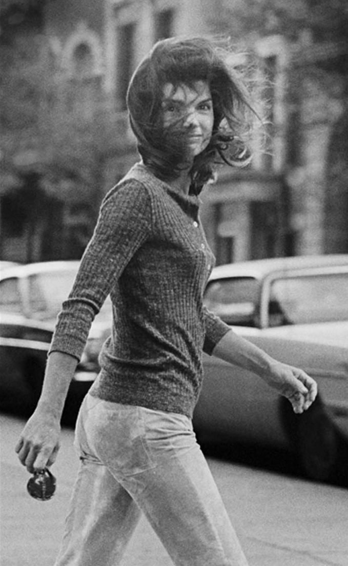 This is my all-time favorite photograph  of Jacqueline Kennedy Onassis.  (Good gosh, I love this woman.)