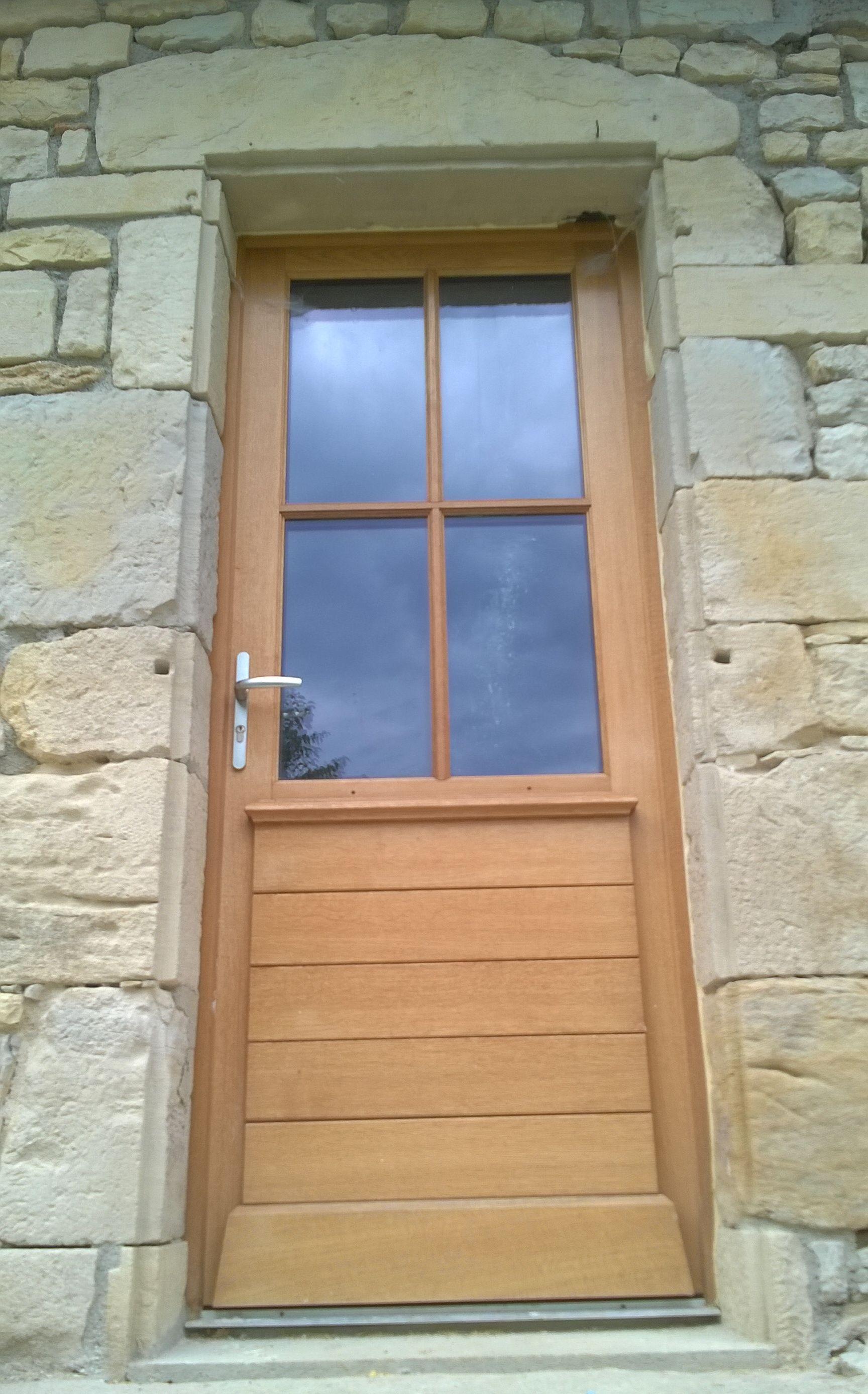 Porte fenetre pvc 1 vantail petit bois for Soubassement bois lapeyre