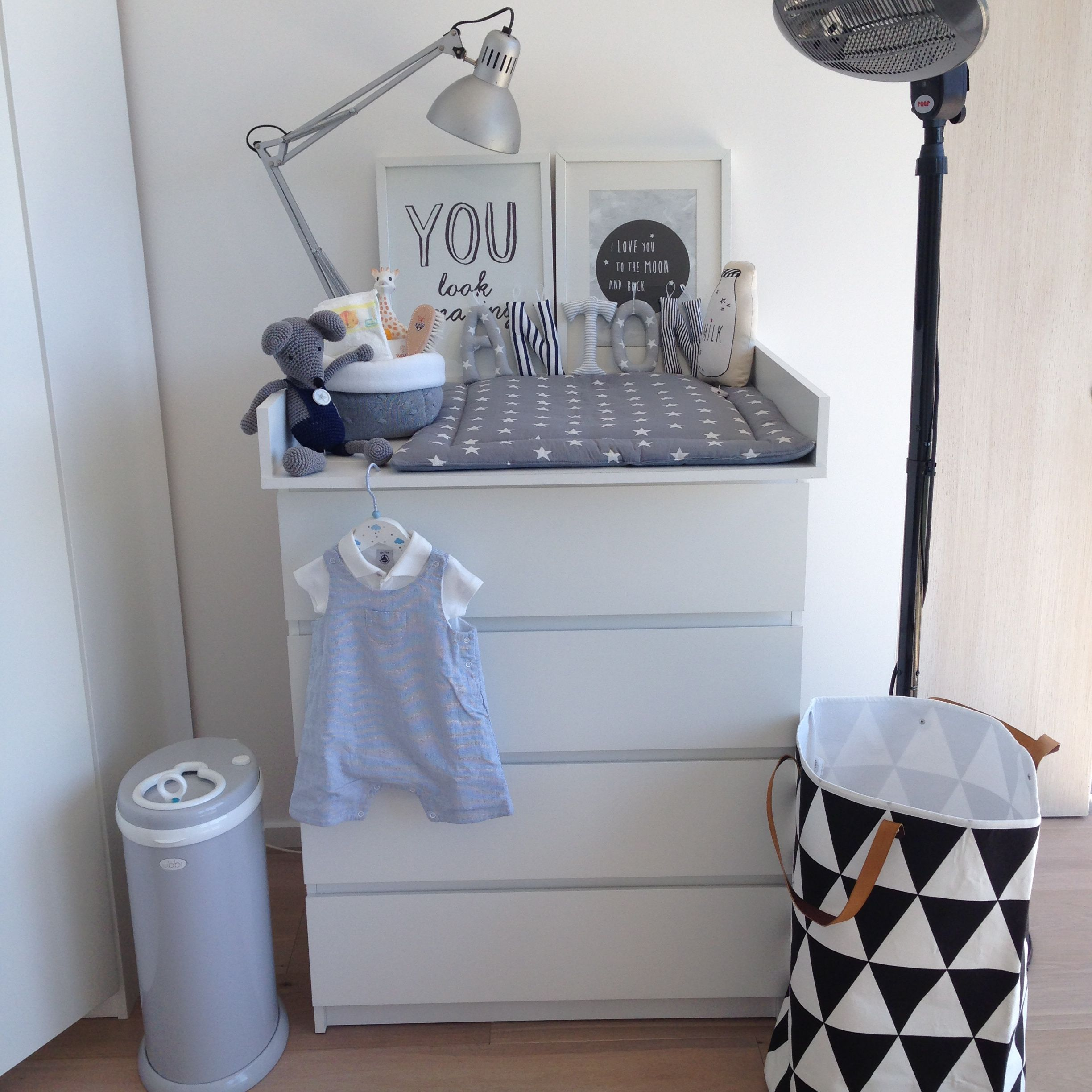 ikea malm ca 69 anton zeigt uns sein kinderzimmer. Black Bedroom Furniture Sets. Home Design Ideas