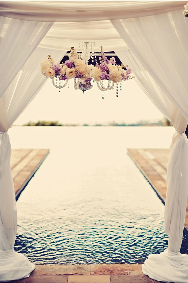 Gorgeous Examples of Chandeliers Used in Weddings / Tamiz