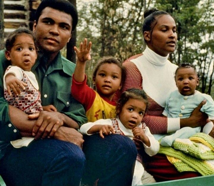 Muhammed Ali with family