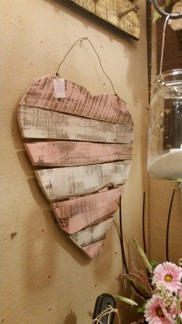 Pallet heart by Swine De'Zine