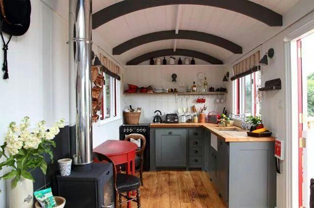 von innen auch sehr nett zirkuswagen bauwagen gipsywagon tinyhouse pinterest. Black Bedroom Furniture Sets. Home Design Ideas