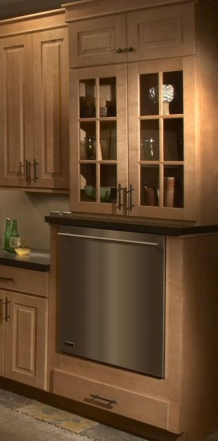 Delicieux Maple Cabinets With Glass Front Doors Above Raised Dishwasher