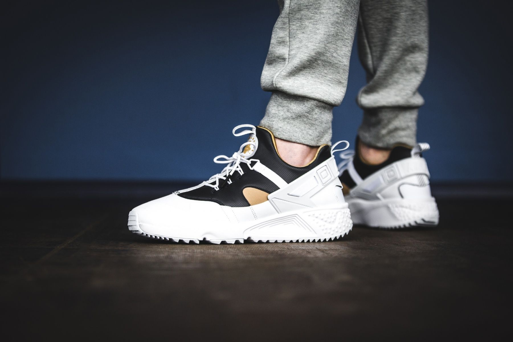 nike air huarache utility prm white/ metallic gold