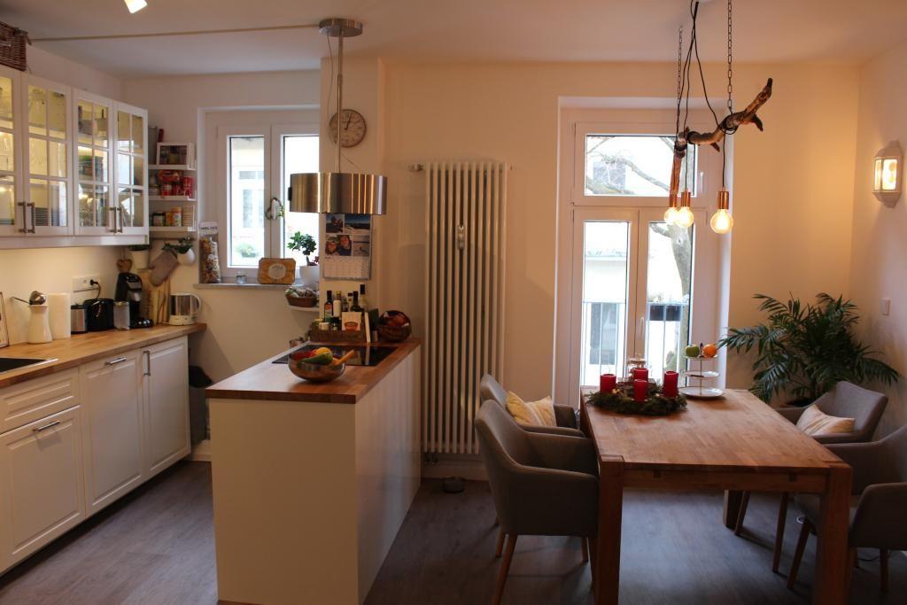 Helle Wohnkuche Mit Kochmeile Als Raumteiler Kuche Einrichtung Einrichtungsidee Ess Kuchen Design Einrichtungsideen Wohnzimmer Modern Esszimmer Einrichten