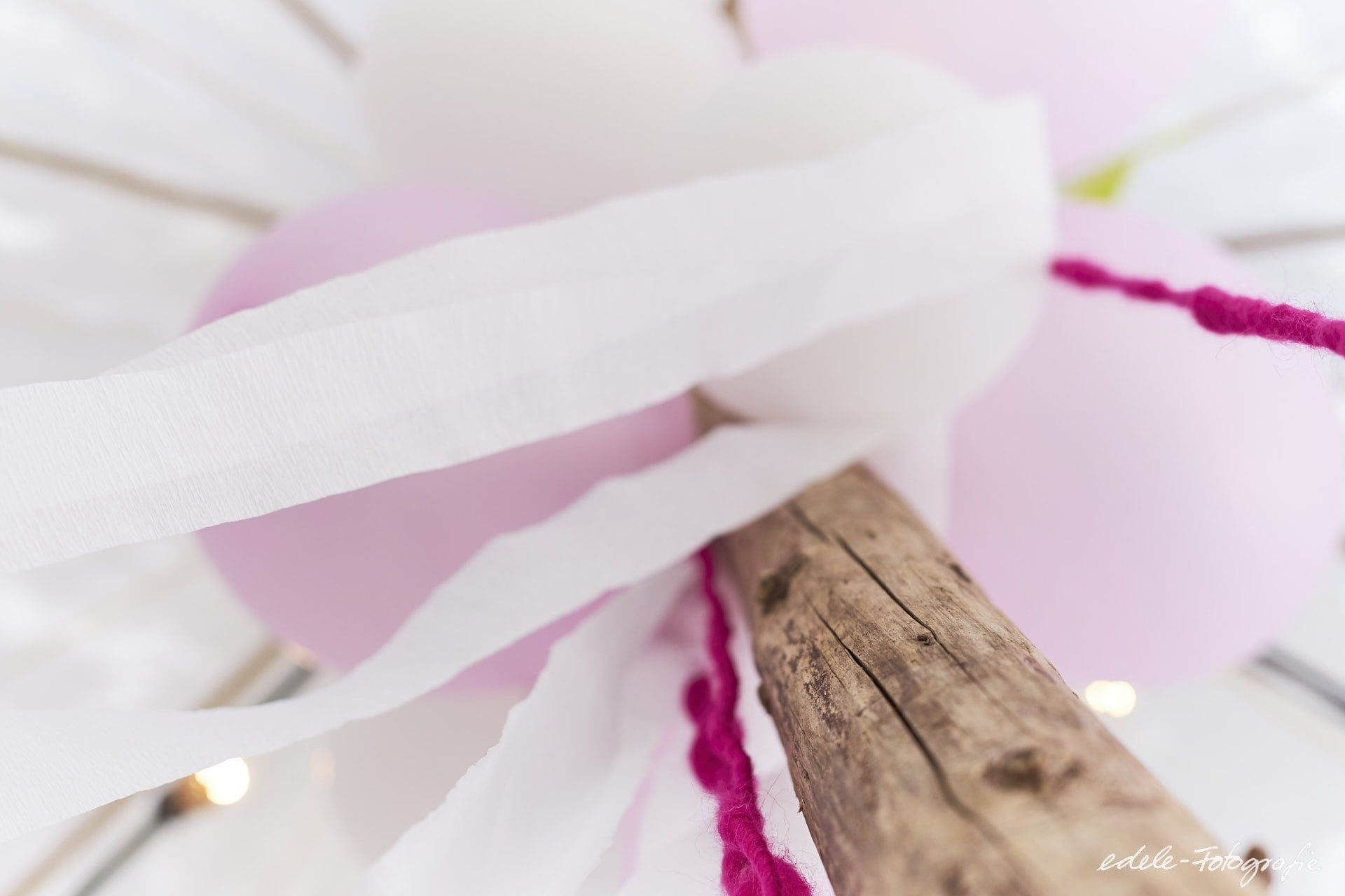 Dekoration Fur Hochzeitszelt Luftballons Lichterketten Und Farbige