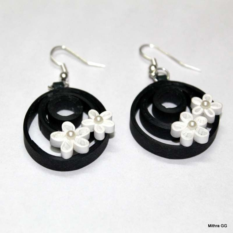 Quilling Papers Earrings: Paper Quilled Earrings - Black & White