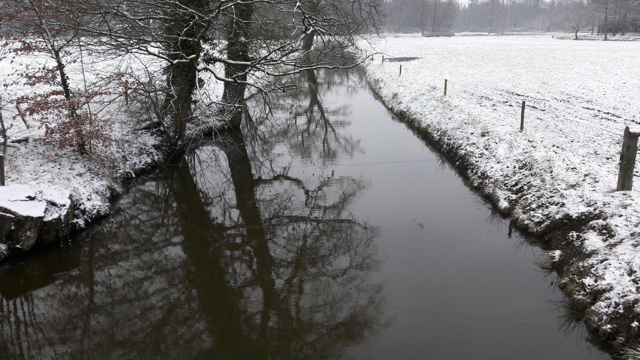 Een overvloed aan water op landgoed Twickel beschermt het waterslot en voedt de Twickelervaart uit 1771.