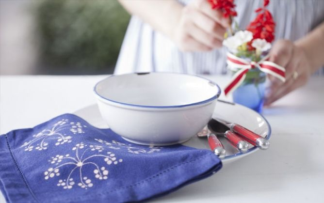 Transform plain napkins with artfully applied bleach.