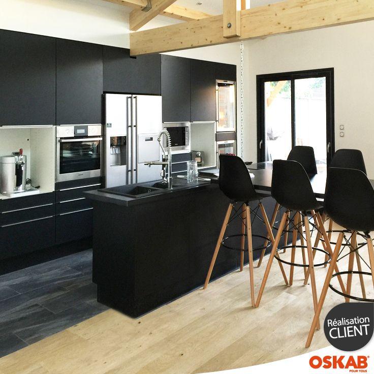 Damien M a choisi Oskab ! Découvrez sa cuisine noire et bois chic
