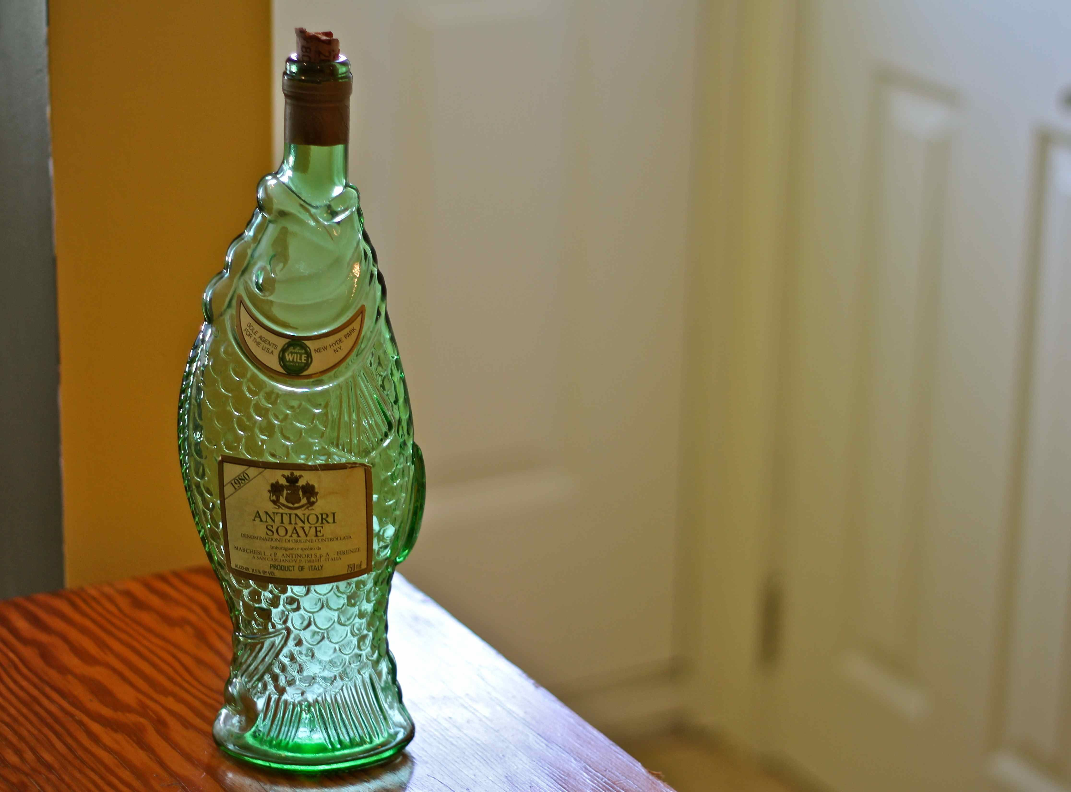 Fish shaped antinori soave italy green glass wine bottle for Fish wine bottle