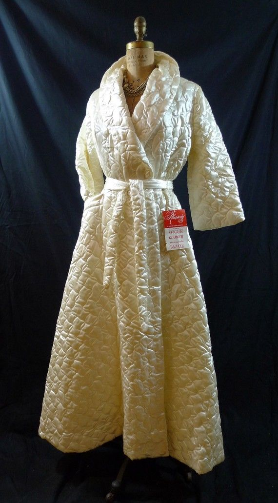 Gorgeous Vintage 50s 60s Ivory Quilted Boudoir Dressing Gown ... : ladies quilted dressing gowns - Adamdwight.com