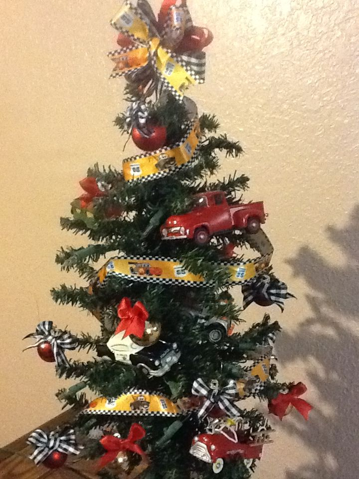 Rancho Transmissions And Automotive Shop Christmas Tree Office Christmas Decorations Creative Christmas Trees Cool Christmas Trees