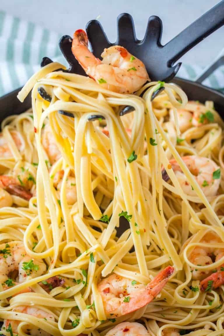 Easy shrimp scampi is a classic succulent shrimp swimming