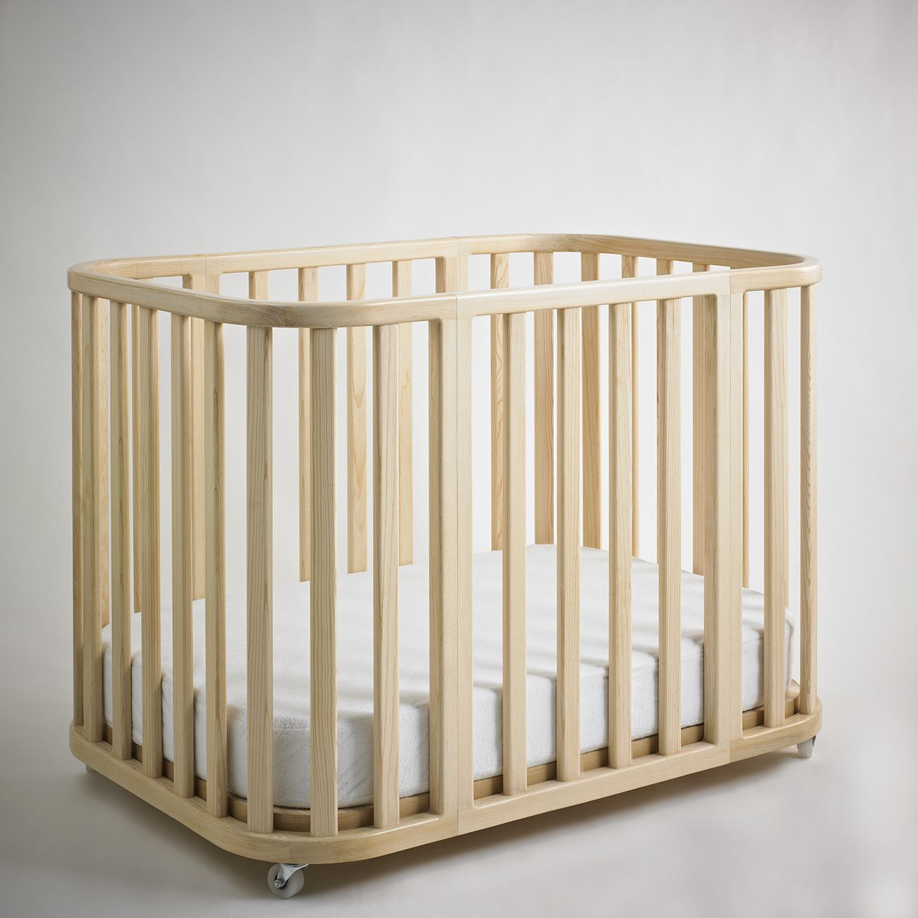 Amaya Crib convertible into Moses & Toddler Bed. Design by Valeria Tamayo.
