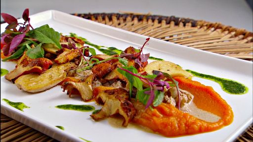Walnut Risotto With Fall Mushrooms And Carrot Puree Delicious Veggies Stuffed Mushrooms Carrot Purée