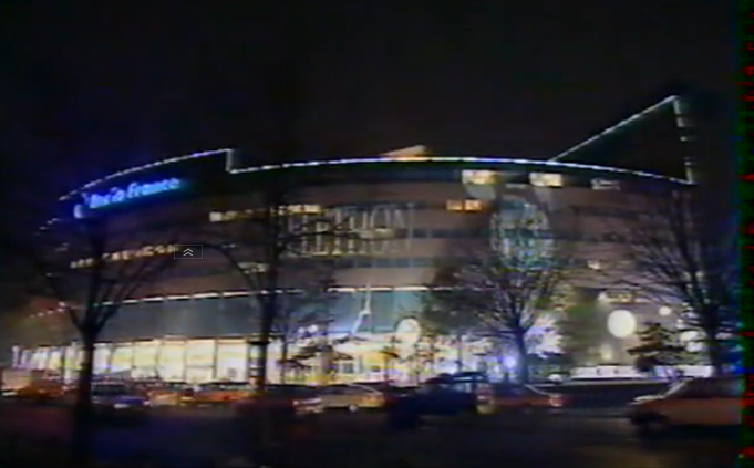 En 1995, la Maison de la Radio illuminée aux couleurs du Téléthon... qui était diffusé depuis feu le studio 102 !
