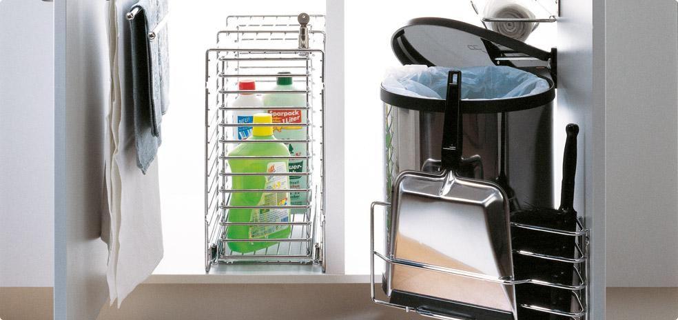 """Extracciones y accesorios para productos de limpieza PORTERO – Con una práctica cesta de mano. Solución limpia! Todos los productos de limpieza en un extraíble. La cesta basculante facilita el acceso. La especialidad: La """"estación de servicio"""" integrada que se puede extraer con un sencillo movimiento. Disponible en tres tamaños. Las bandejas extraíbles se limpian …"""