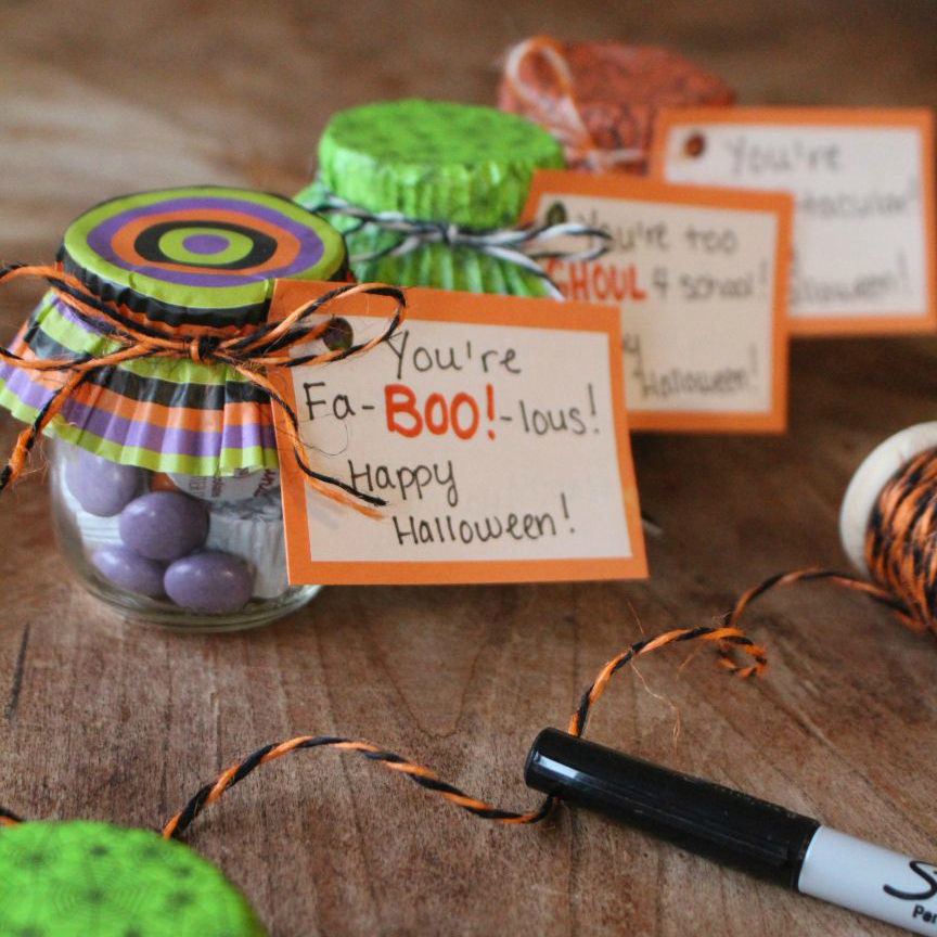 Easy Halloween Treat Jars! Diy halloween gifts