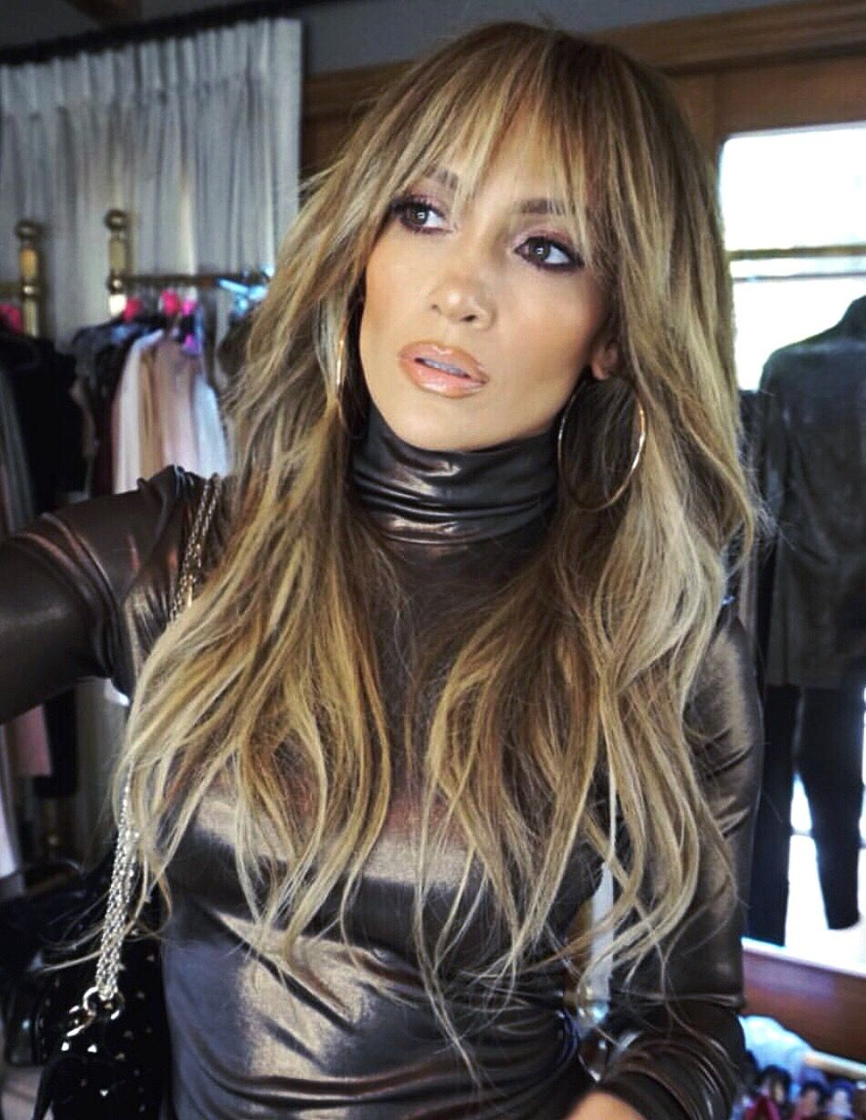 Jennifer Lopez bangs and long hair with highlights hair style #JLO