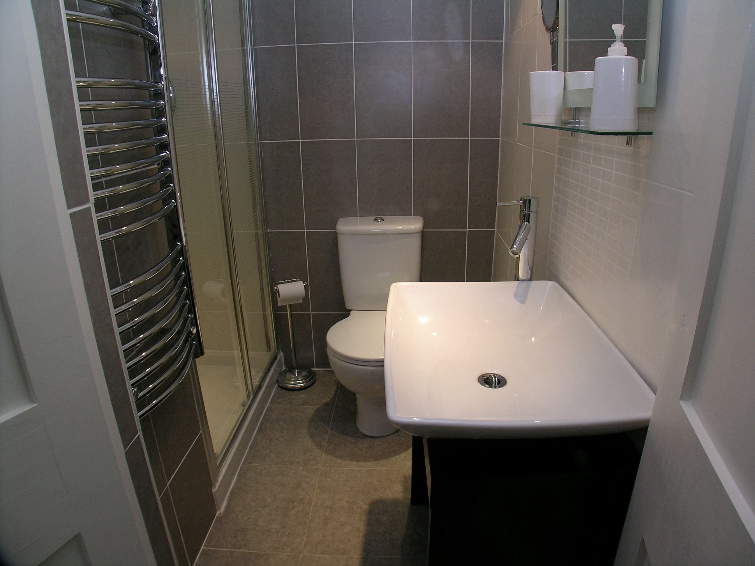 ensuite bathroom designs home design ideas intended for
